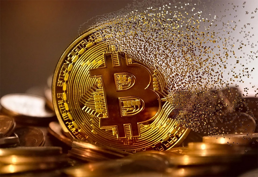 Is It Better to Gamble with Bitcoin or Traditional Currencies?